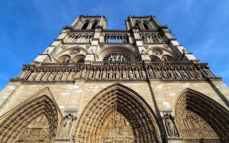 cánh cửa nhà thờ đức bà Paris