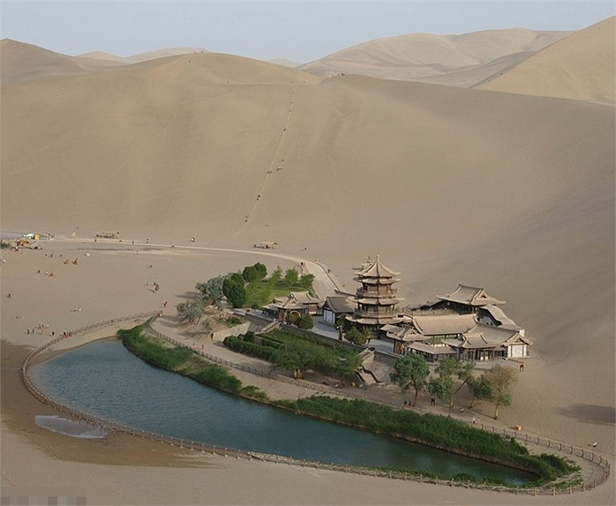Ốc đảo 2000 tuổi ở sa mạc sắp biến mất