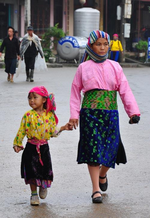 Độc đáo phiên chợ lùi ở Hà Giang