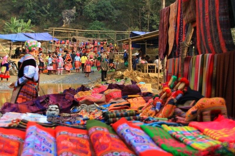 Khung cảnh chợ phiên Lùng Khấu Nhìn náo nhiệt, để lại ấn tượng trong lòng lữ khách
