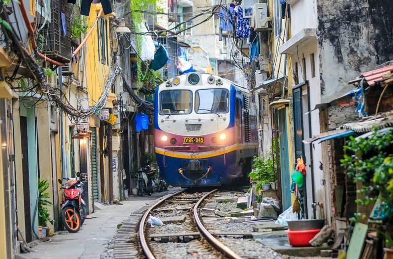 Phố đường tàu Hà Nội – điểm check-in tại Việt Nam thu hút du khách ...