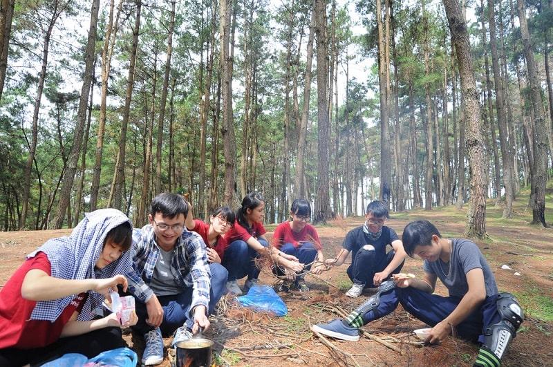 Tổ chức picnic, cắm trại ở đồi thông là một trải nghiệm khó quên trong chuyến phượt thủ