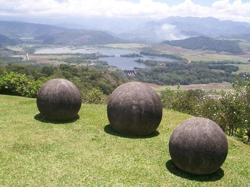Những quả cầu đá kỳ lạ gây tò mò cho du khách và các nhà khoa hoc