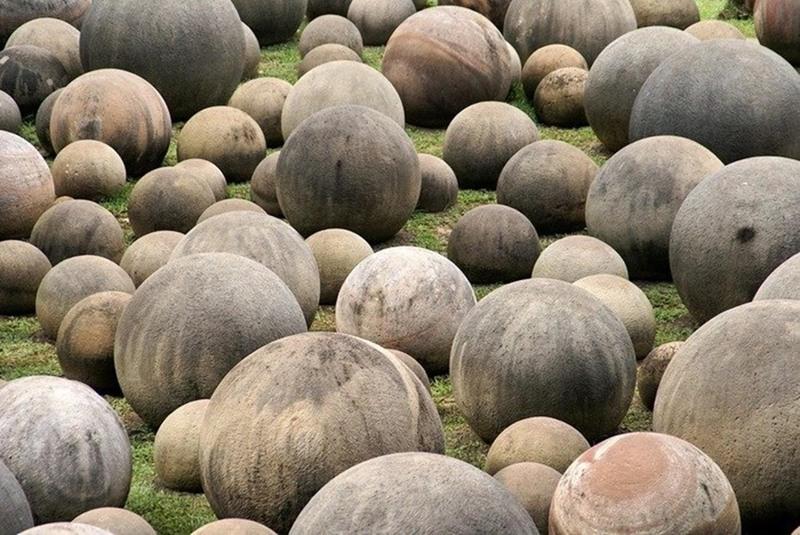 Người ta đã từng cho rằng những quả cầu đá có vàng bên trong