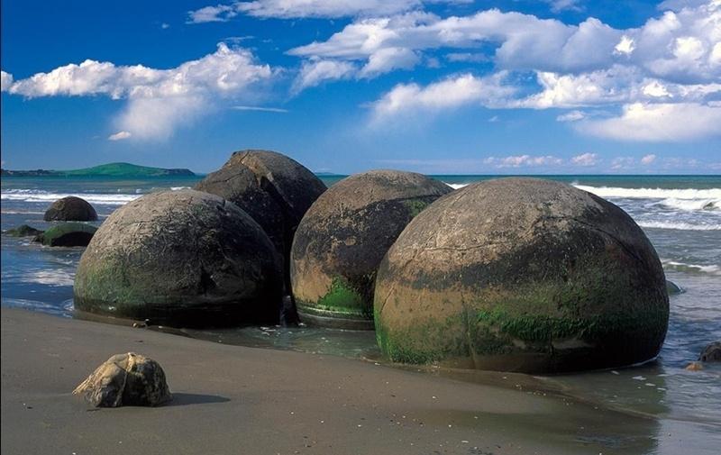 Đây là những viên đá granodiorite  có cấu trúc đặc biệt