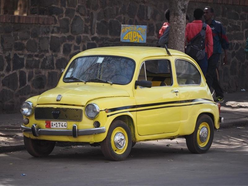 Taxi ở đây là những chiếc Fiat cổ