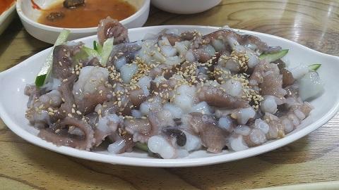 món sannakji - bạch tuộc sống