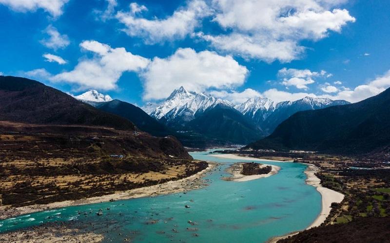 Dòng sông Yarlung Tsangpo với 2 nguồn chạy ngược nhau