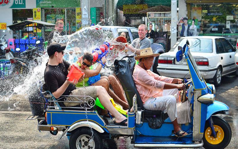Tết té nước Songkran