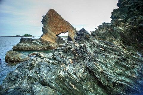 Ghềnh Bàn Than điểm nhấn xã đảo Tam Hải
