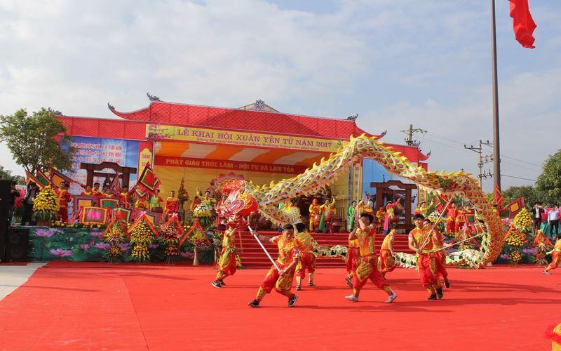 Du lịch Việt Nam vào dịp Tết Âm lịch nên đến những nơi nào?