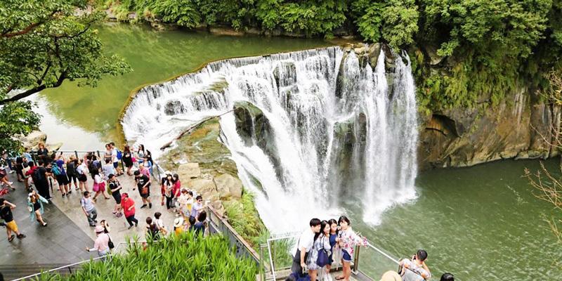 Khám phá vẻ đẹp của con thác Thập Phần – Đài Loan