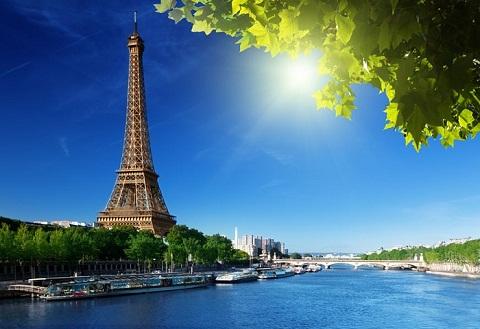 Tháp Eiffel bên dòng sông Seine