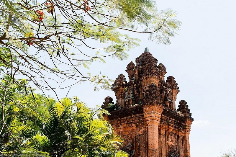 Tháp Nhạn có lối kiến trúc đặc sắc và độc đáo