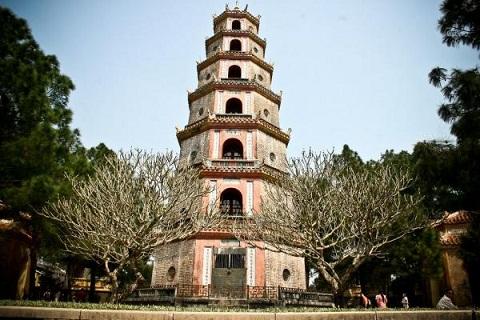 Tháp Phước Duyên có hình dạng bát giác bảy tầng