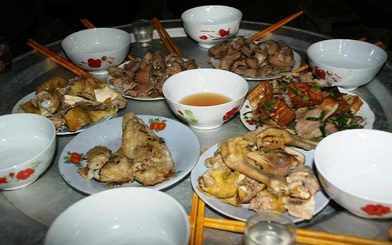 Bữa cơm gia đình người Mông