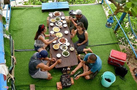 Tổ chức tiệc BBQ ở homestay đảo Bé Lý Sơn