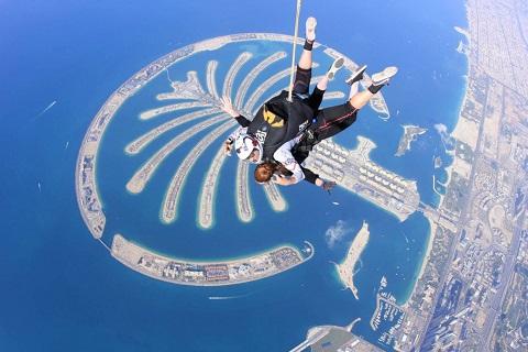 Nhảy dù - trò chơi cực vui, cực đã ở Dubai
