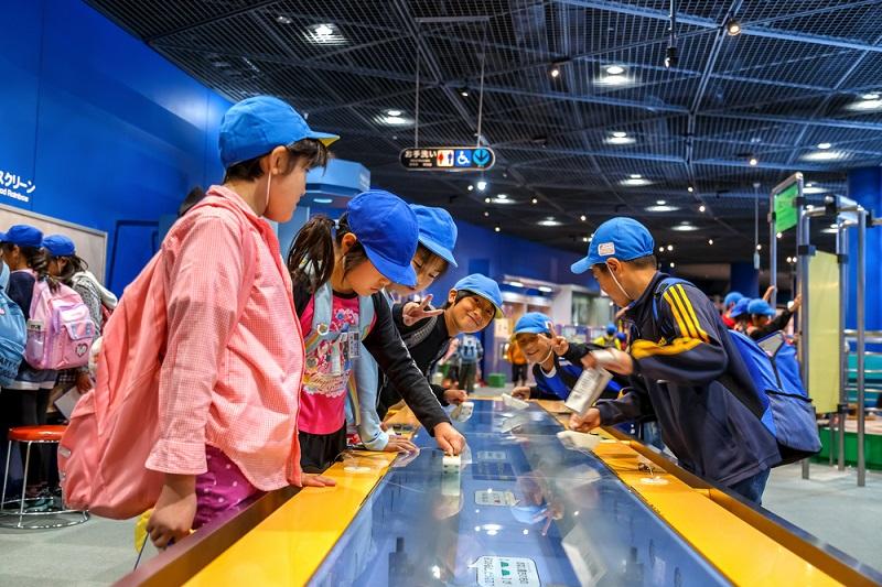 Chủ đề của Bảo tàng Khoa học Osaka là Không gian và Năng lượng Hồi giáo