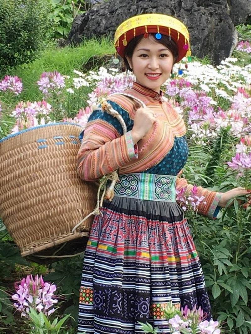 Trang phục nữ dân tộc thiểu số nào đẹp nhất núi rừng Tây Bắc?