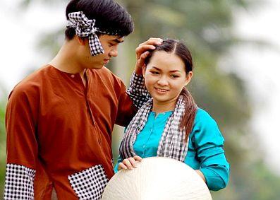 Văn hóa ứng xử qua trang phục phụ nữ miền Tây Nam Bộ