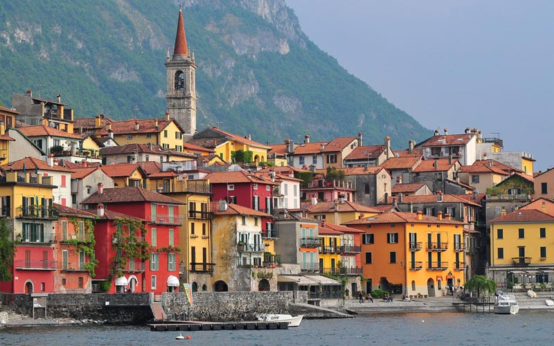Varenna - ngôi làng thơ mộng soi bóng bên hồ ở Italy