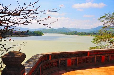 View sông Hương ngắm từ chùa Thiên Mụ