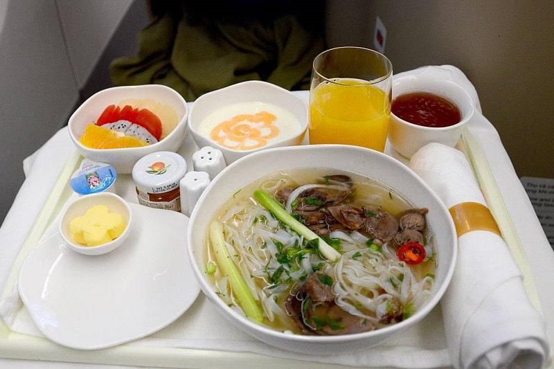 """Những thức ăn bạn nên """"từ bỏ"""" khi đi du lịch"""