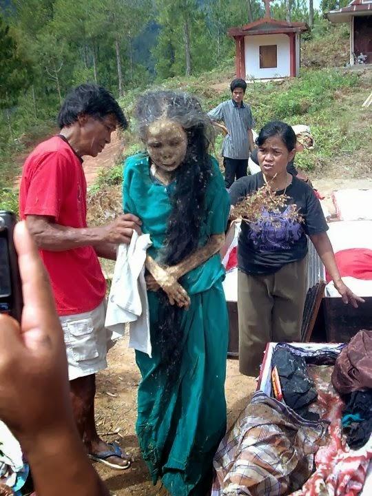 Hình ảnh một xác chết biết đi do người dân Toraja làm 'ma thuật'
