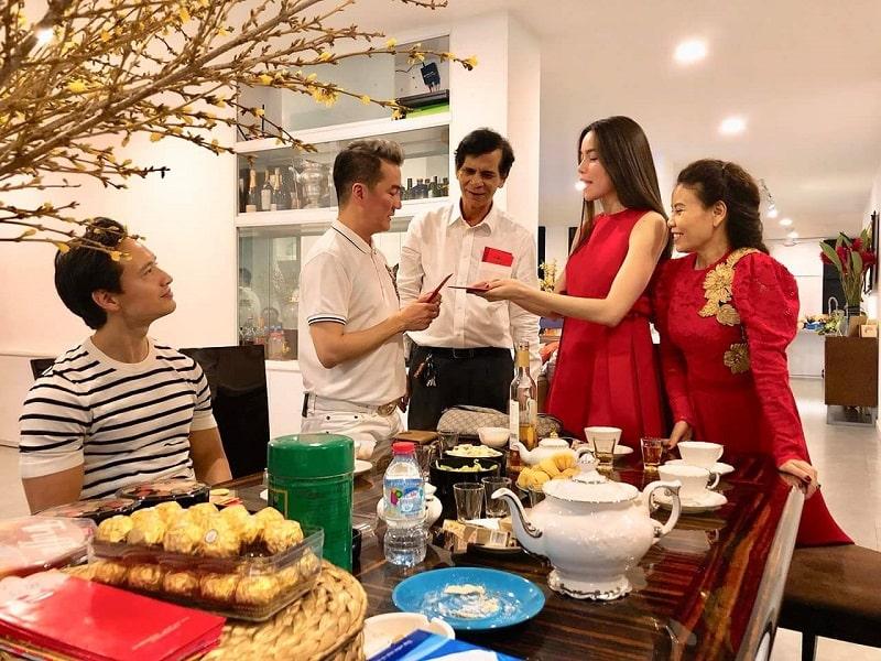 Xông nhà đầu năm - phong tục lâu đời của người Việt