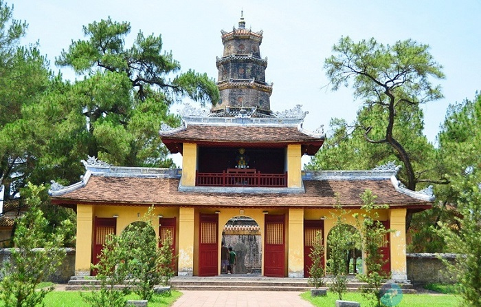du lịch chùa Thiên Mụ - Cổng Tam Quan