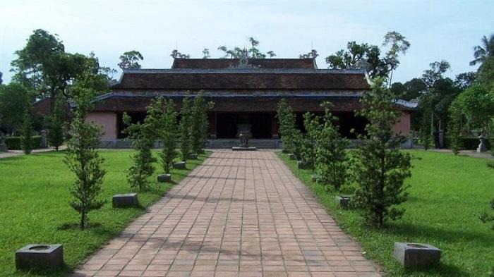 du lịch chùa Thiên Mụ - Tham quan điện Đại Hùng