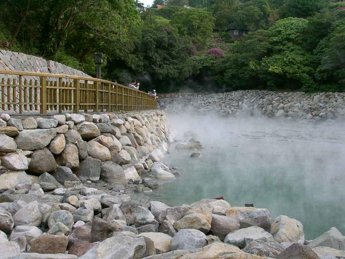 Suối nước nóng tại Quảng Bình - địa điểm du lịch mùa đông ở Việt Nam lý tưởng