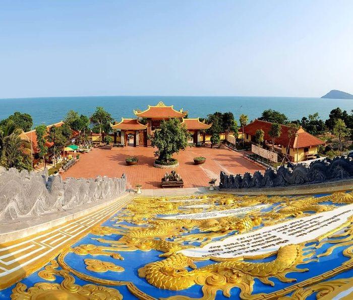 tham quan chùa Hộ Quốc Phú Quốc