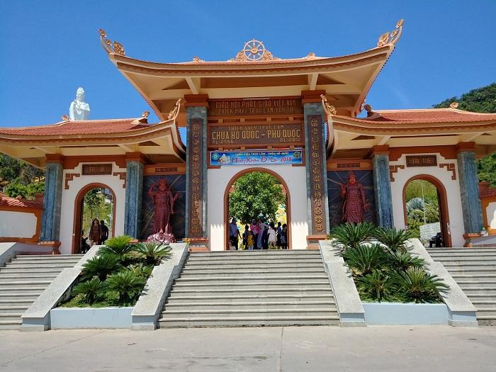 Cổng chùa Hộ Quốc Phú Quốc