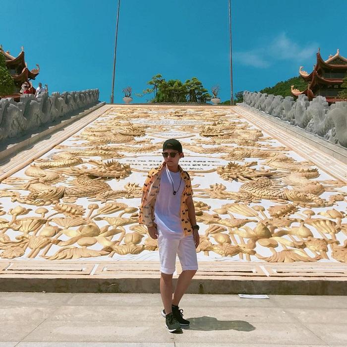 Bức tranh khảm rồng phượng có kích thước rất lớn tại chùa Hộ Quốc Phú Quốc