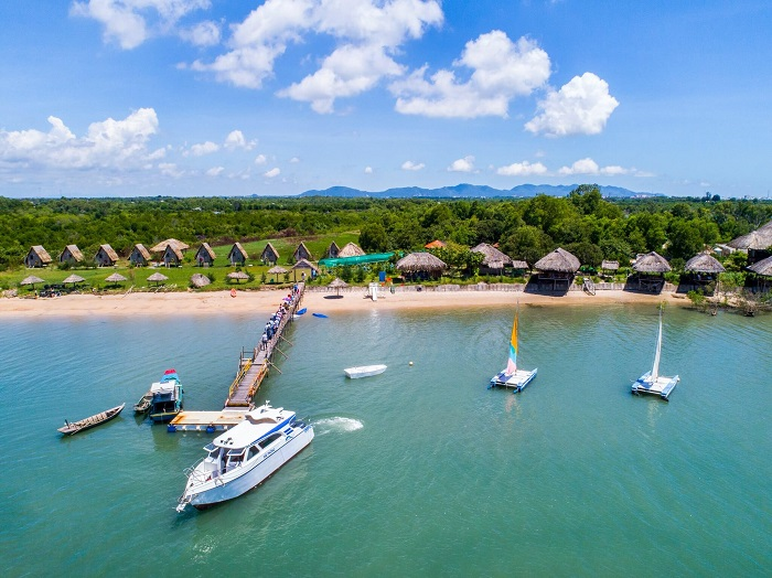 This island is located about 3km from Vung Tau city center.Photo: Kenhhomestay