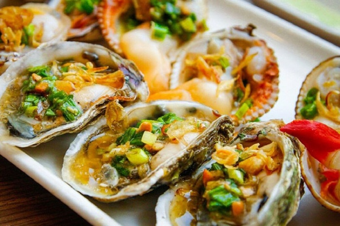you must enjoy grilled oysters.Photo: Lorca. vn