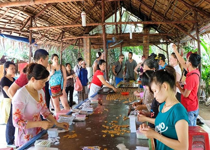Làng nghề truyền thống lò kẹo dừa.