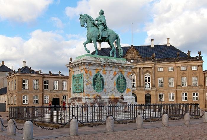 Amalienborg_Palace