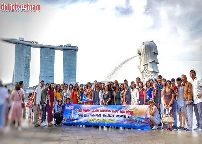 Đoàn du khách tham quan Công viên sư tử biển Melion Park