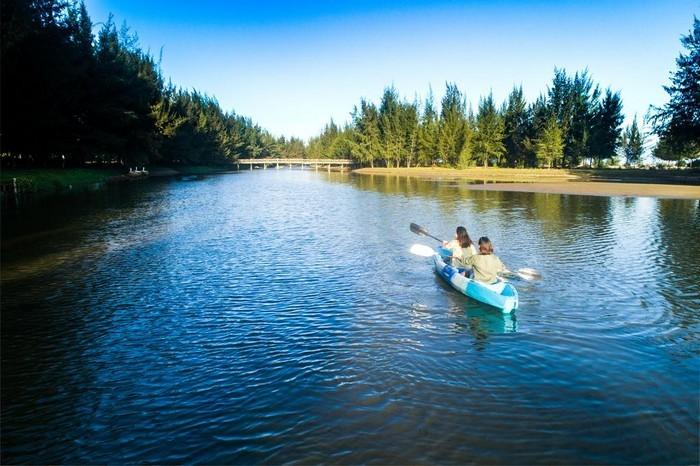 bien_ho_coc_resort_kayak