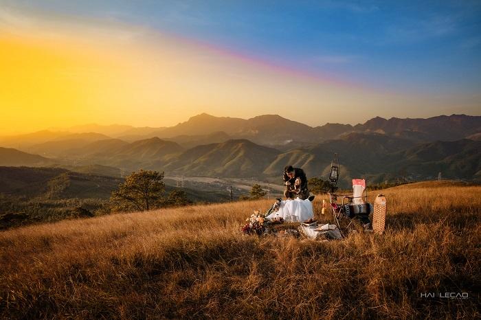 Quang cảnh trên đỉnh Bình Hương đẹp lạ lùng.