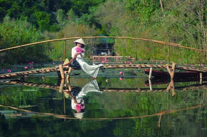 Suối Yến gần trung tâm Hà Nội, đường dễ đi nên rất thu hút du khách