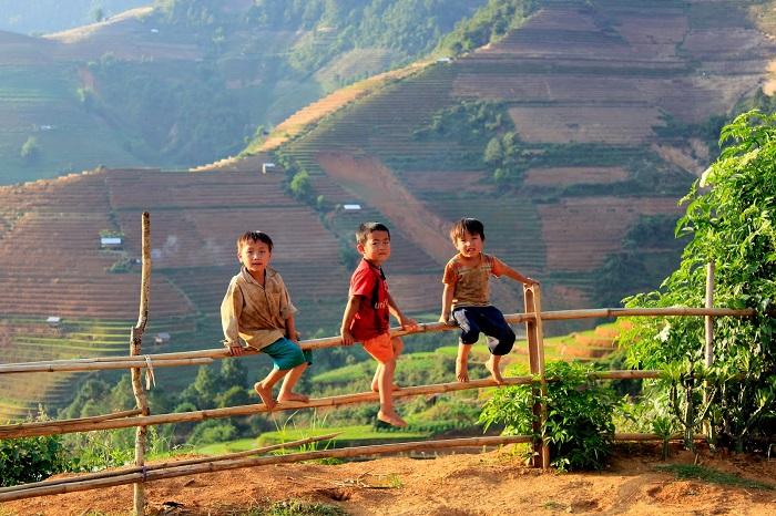 Những em bé với đôi mắt trong veo ở bản Thái, Yên Bái.