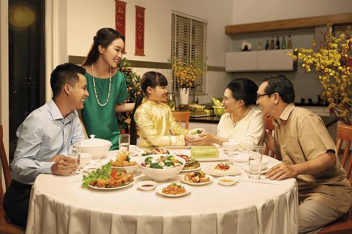 Mâm cơm người Việt hiện đại