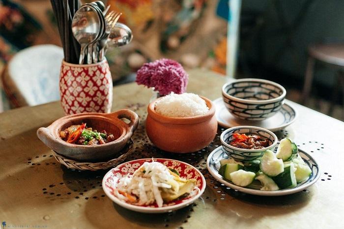 Mâm cơm của người Việt.