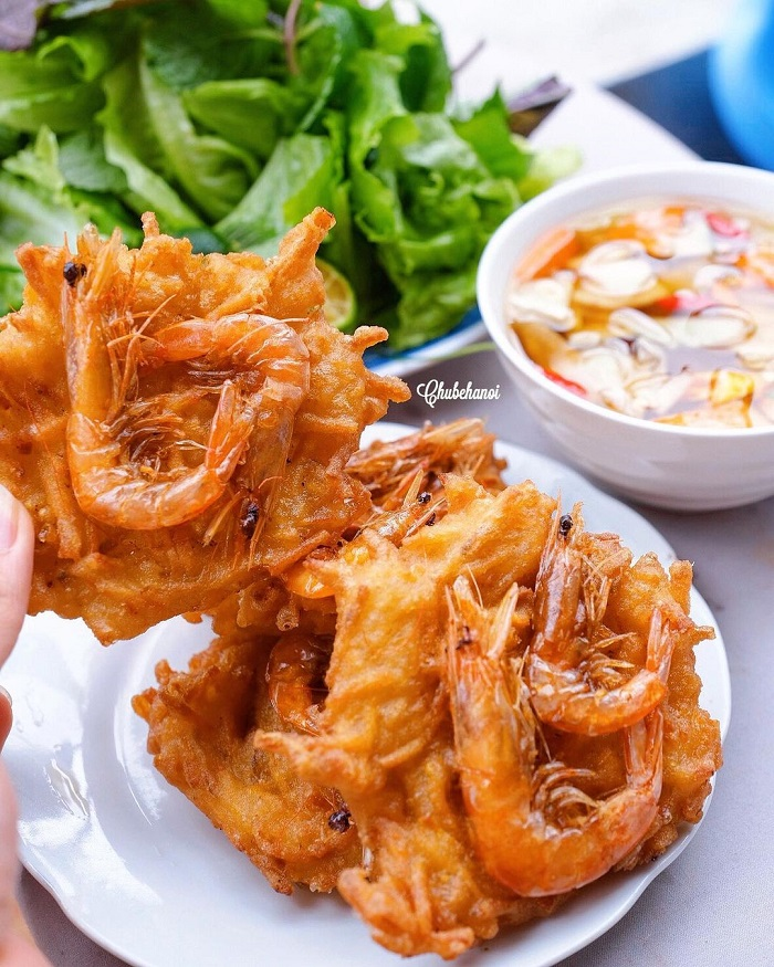 Đặc sản bánh tôm Phủ Tây Hồ.