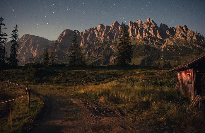 Nằm trong danh mục phong cảnh, bức ảnh chụp núi Hochkonig với độ cao 2.900 m được Da Fa chụp lúc 2h trên dãy Alps ở Áo.