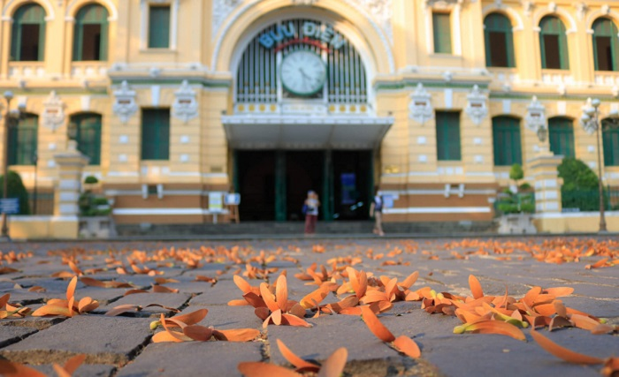 Bưu điện TP HCM luôn là một trong những điểm đến thu hút khách du lịch nhưng suốt nhiều tháng qua chỉ lác đác vài du khách tham quan.